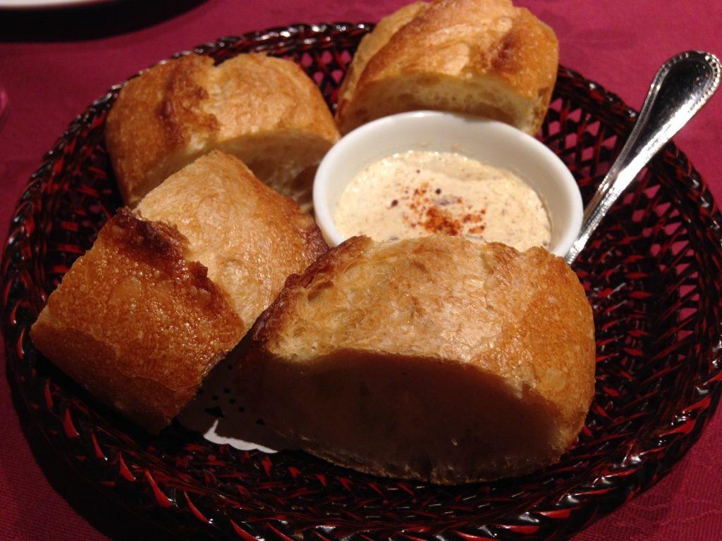 豚パティとフランスパン