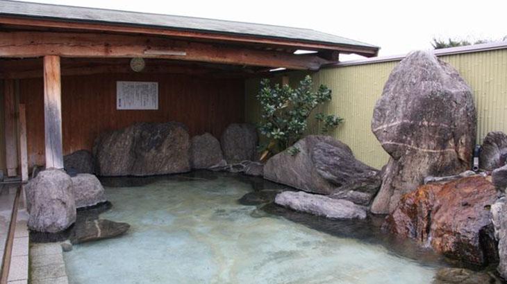 鷹取の湯の露天風呂