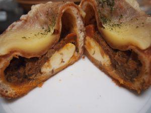 極みチーズカレーパン